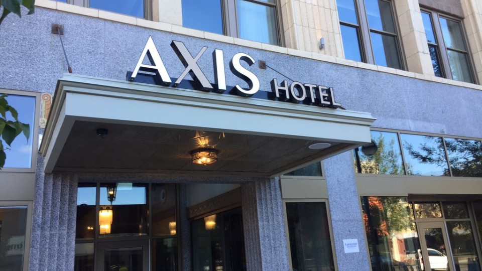 Axis Hotel Opens in Downtown Moline